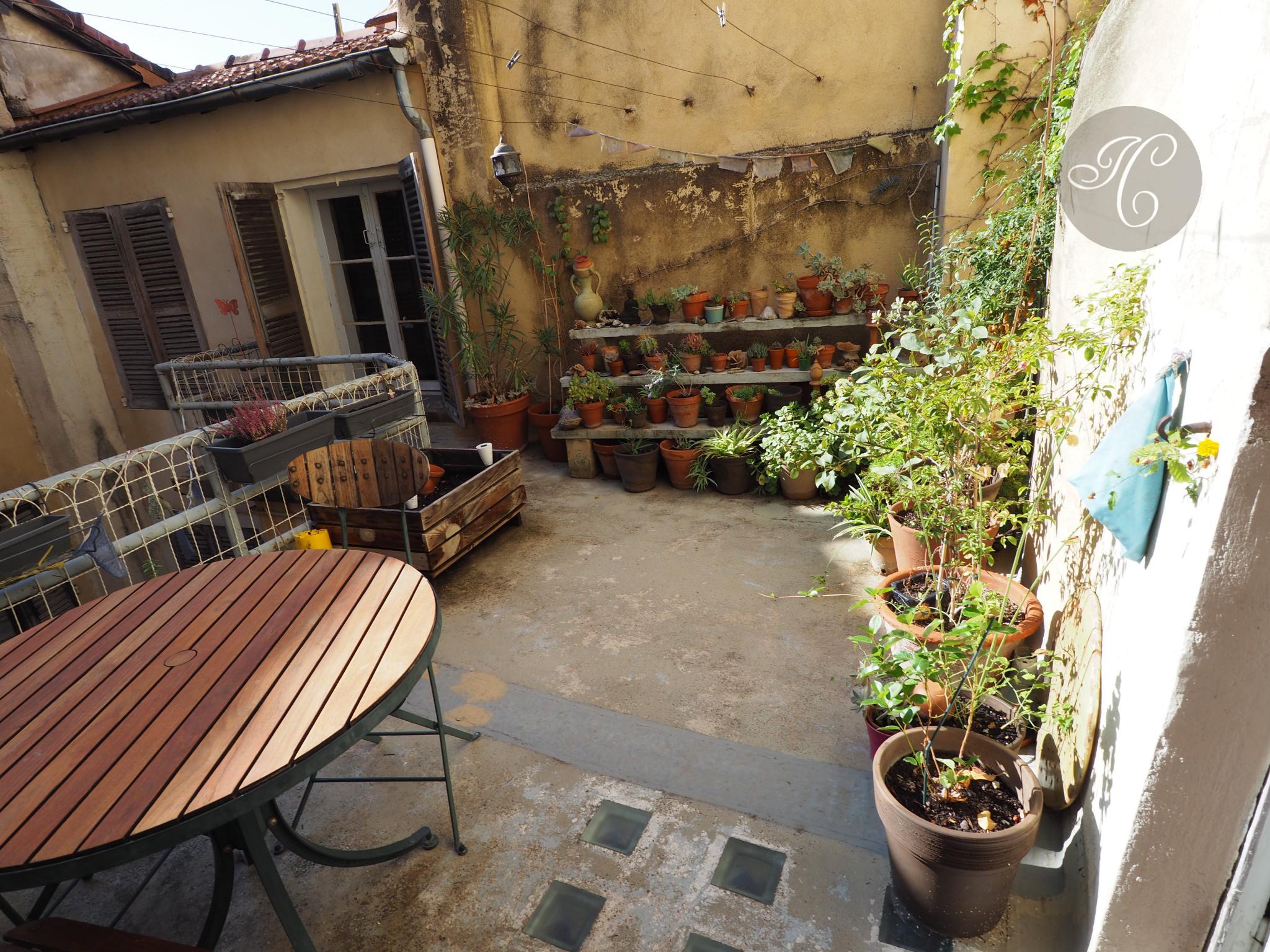 la terrasse ensoleillée